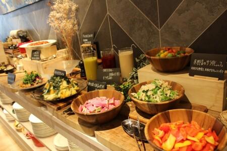 ≪Lunch≫時令的充滿蔬菜的結算,作為made豪華的午餐自助餐!