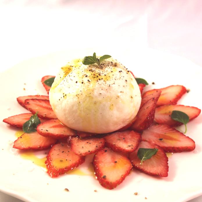 【2月限定】ハングリータイガー「イチゴとブラータチーズのデザートサラダ」
